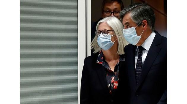 Френски премиер за 5 г. в затвора - платил на жена си почти милион евро държавни пари