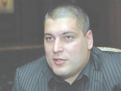 Красимир Георгиев е роден през 1982 г. в София. Завършил е строителния техникум в Плевен. През 2007 г. се дипломира като магистър по финанси в Стопанската академия в Свищов. Същата година печели и конкурс за докторантура в академията. Не е семеен. СНИМКА: ПАРСЕХ ШУБАРАЛЯН