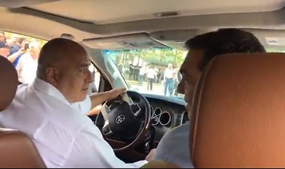 Бойко Борисов повози на джипката и предишния гръцки премиер Алексис Ципрас. Но изрично го предупреди да спазва правилата и да си сложи колан.