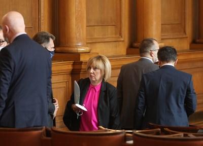 Мая Манолова заподозря саботаж в отказа част от исканата от комисията информация да бъде предоставена в дигитален формат.