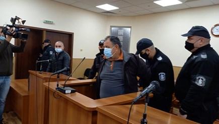 Машора  и адвокатът му поискаха в съдебната да бъде пуснат у дома  Снимки: Авторът