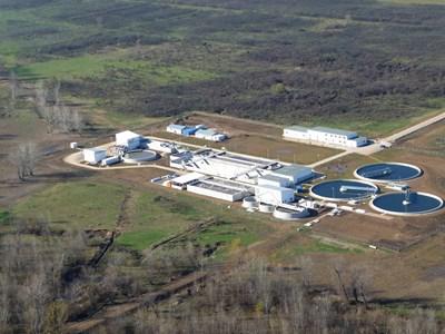 Харчовете на ток от пречиствателните станции за питейна вода също са много големи. Все още са малко водните дружества, които имат нови енергийно ефективни пречиствателни станции. На снимката - новата станция в Монтана.   СНИМКА: КАМЕЛИЯ АЛЕКСАНДРОВА