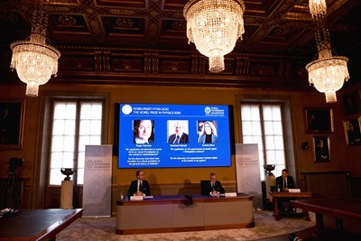 Тримата носители на Нобеловата награда за физика за 2020 г. СНИМКА: Ройтерс