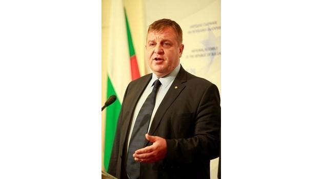 Каракачанов: Ще загубим 1 година, ако се увеличи цената за изтребителите