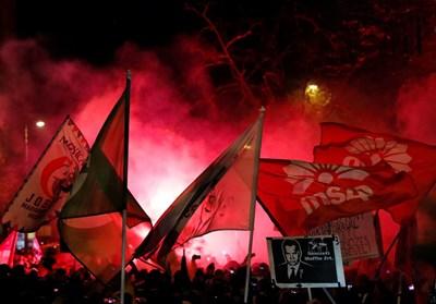 Хиляди унгарци протестираха днес в Будапеща срещу нов трудов закон и все по-авторитарното според тях управление на министър-председателя Виктор Орбан СНИМКИ: РОЙТЕРС
