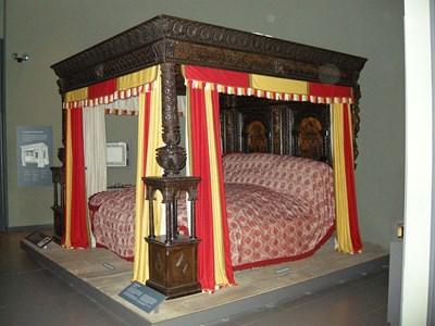 Голямото легло от Уеър побира до 8 души. СНИМКА: УИКИПЕДИЯ