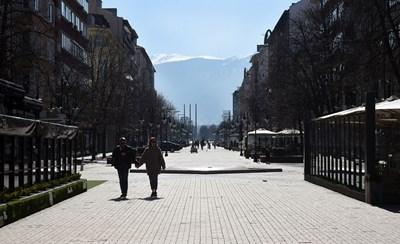 """Заведенията на """"Витошка"""" в София затвориха, разчитат на държавната помощ.   СНИМКА: Велислав Николов"""