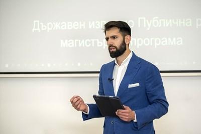 Младият архитект изнесе 10-минутна мотивационна реч, с която завърши магистратурата си в НАТФИЗ. СНИМКА: Пламен Кодров