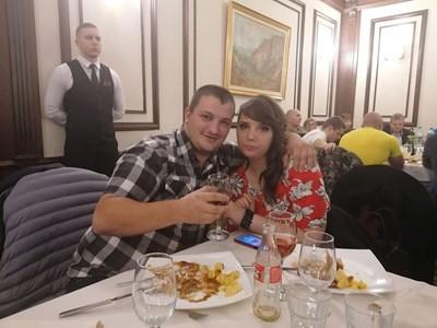 Последната снимка на Радослав и любимата от вчера, където са били на ресторант в Пловдив.
