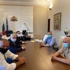 Здравният министър Кирил Ананиев и щабът представиха в петък пред премиера Бойко Борисов актуалната епидемична обстановка.