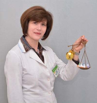 Магистър фармацевт Димитрия Стайкова.