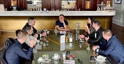 Партийците на Божков при него в Дубай