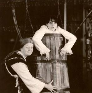 Татяна Лолова и Невена Коканова стават неразделни приятелки, след като играят главните женски роли в пиесата