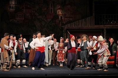 Сцена от постановката на търновските актьори