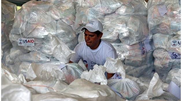 Венецуела изпрати 100 тона хуманитарна помощ на Куба. Същото количество храни, медикаменти и стоки от първа необходимост са блокирани на нейната граница с Колумбия