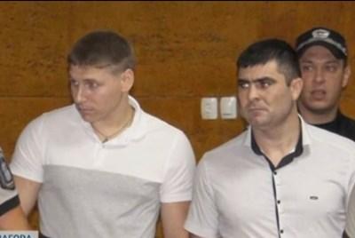 24-годишният Василе Морару (вляво) и 30-годишният Александър Хаджи се издирват в цялата страна след бягствот оот затвора.