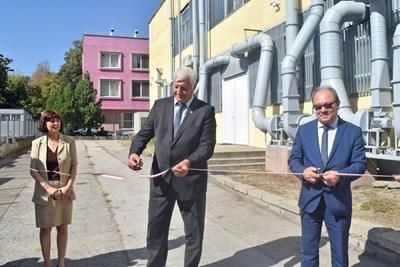 Доц. Лиляна Колаклиева, Здравко Димитров и акад. Юлиан Ревалски прерязаха лентата на Изследователския център по мехатроника и нанотехнологии