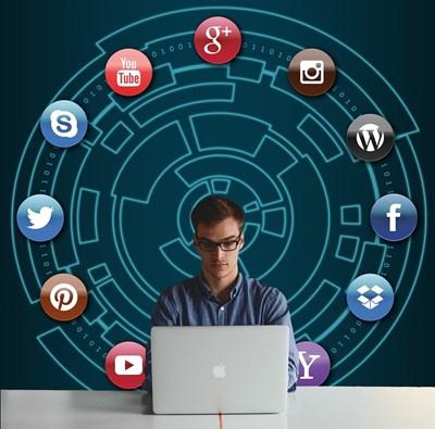 Много млади хора станаха онлайн търговци по време на пандемията.