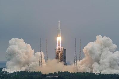Астрофизик: Китайската ракета може да падне до България