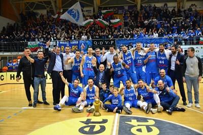"""""""Левски Лукойл"""" е новият носител на купата на България по баскетбол."""