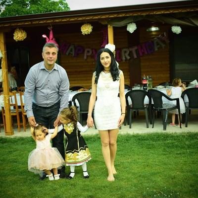 Юлиан Ангелов със съпругата му Лидия с двете  им дъщери -  Дивна на 4 г. и  Смиляна на 2 г.  СНИМКА:  ЛИЧЕН АРХИВ