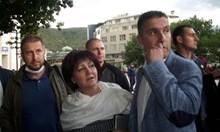 Цвета Караянчева поиска диалог с протестиращи, те я замеряха с яйца. Тя: Не забравяйте, че бях острието на ГЕРБ