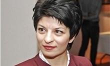 Десислава Атанасова показа заплатата си от 2013 г.: Призовавам Нинова да покаже фиша си от последния месец, в който не ходи на работа
