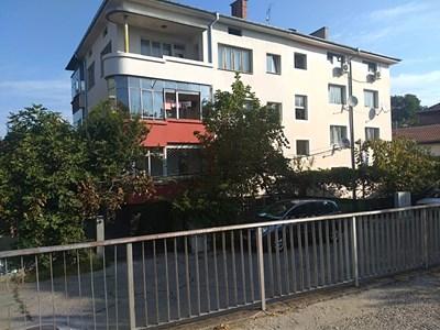 Бебето е паднало от втория етаж на тази коопераця в Пловдив СНИМКА: Анелия Перчева