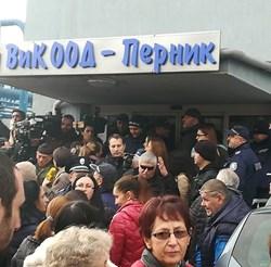 Жители на Перник щурмуваха местната ВиК.