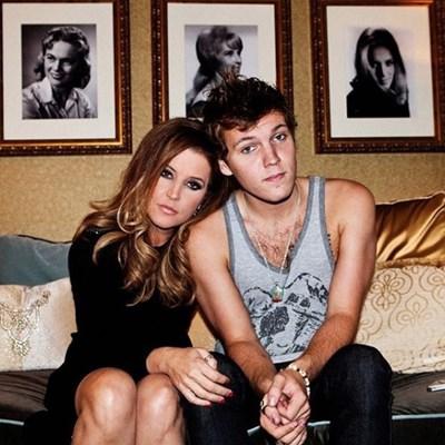 Бенджамин Кио с майка си Лиса Мари Пресли през 2012 г.  СНИМКА: Инстаграм/lisampresley