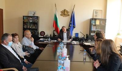 Министърът на здравеопазването д-р Стойчо Кацаров и представители на пациентски организации Снимка: МЗ