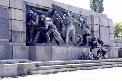 Паметникът на Съветската армия. СНИМКИ: Велислав Николов СНИМКА: 24 часа