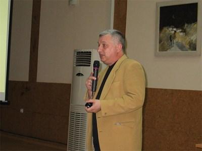 Психологът Иван Игов представи проучване за насилието в училище по време на форум във Видин. Снимка: ВАНЯ СТАВРЕВА