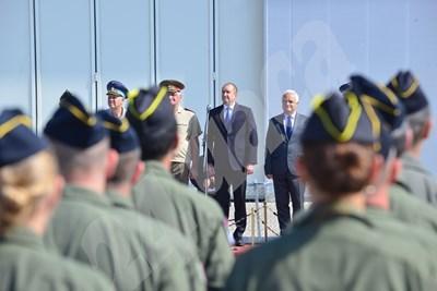 Румен Радев на тържествената част от честването на 70-ата годишнина от създаването на Българската военнотранспортна авиация  СНИМКА: Йордан Симеонов