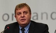 Слух прати Каракачанов в болница с инфаркт. Оказа се, че имал обострени дискови хернии