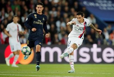 """Анхел ди Мария е изстрелял топката, за да вкара втория гол в мрежата на """"Реал"""" (М) при звучната победа с 3:0 на """"Пари СЖ"""" във френската столица. Снимки: Ройтерс"""