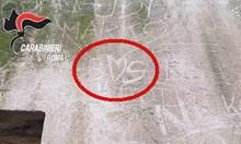Български туристи надраскаха антична римска стена с имената си