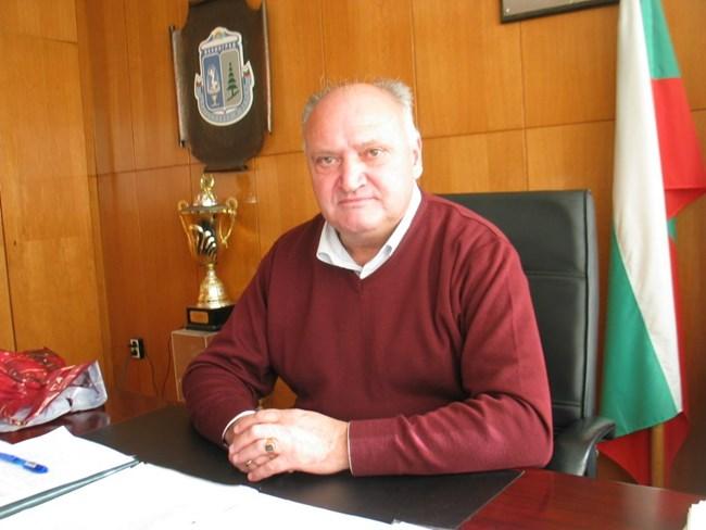 Лебанов бе и квет на Велинград, където започва със ските.