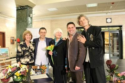Даниел Спасов, Катрин Селие, Милен Иванов и Александър Селие - двамата певци са със съпругата и сина на Марсел Селие. СНИМКА: ФЕЙСБУК