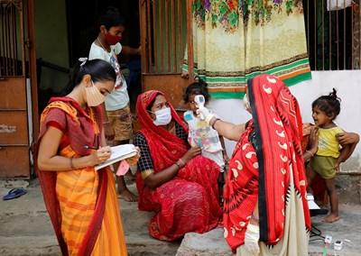Индия с нов рекорд по брой на смъртните случаи от COVID за ден СНИМКА: РОЙТЕРС