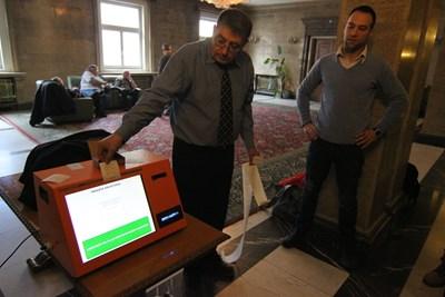 Демонстрация на машини за гласуване в Народното събрание