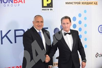 Борисов си направи снимка с председателя на КРИБ Кирил Домусчиев Снимки: Йордан Симеонов СНИМКА: 24 часа