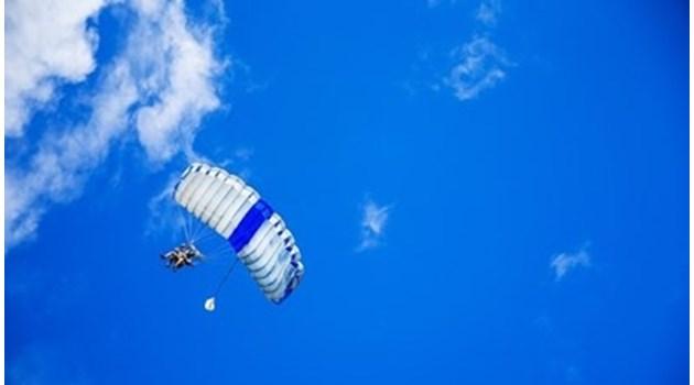 """Повреда на лодката, теглеща парашута, """"приземила"""" туристките на дърво в Созопол"""