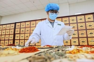 Китай одобри 3 лекарства от традиционната медицина за лечение на COVID