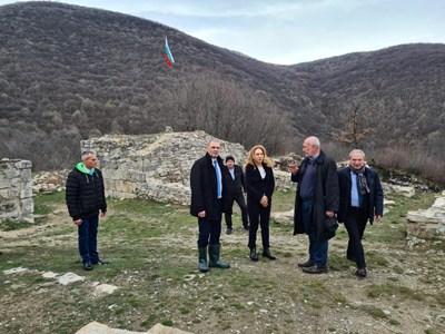 Министър Марияна Николова на посещение в Търговище - селището Мисионис Снимки: МТ