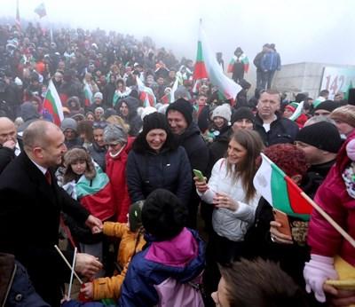 Румен Радев поздравява хората на Шипка на 3 март 2020 г.  СНИМКА: ПРЕССЕКРЕТАРИАТ НА ДЪРЖАВНИЯ ГЛАВА