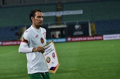 Ивелин Попов извежда България с капитанската лента за последен път на 17 ноември 2019 г. срещу Чехия.  СНИМКА: ВЛАДИМИР СТОЯНОВ