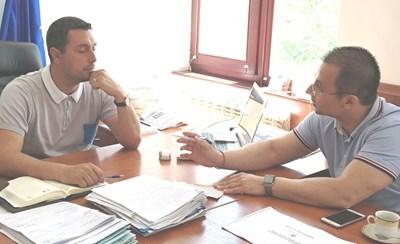Кметът на Царево Георги Лапчев коментира бъдещото обединение с Живко Табаков, съветник на министър Ангелкова.
