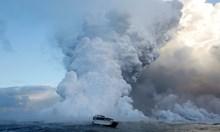 Хиляди луди глави катерят димящи вулкани за селфи сред лавата