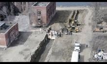 В Ню Йорк багер копае огромен масов гроб